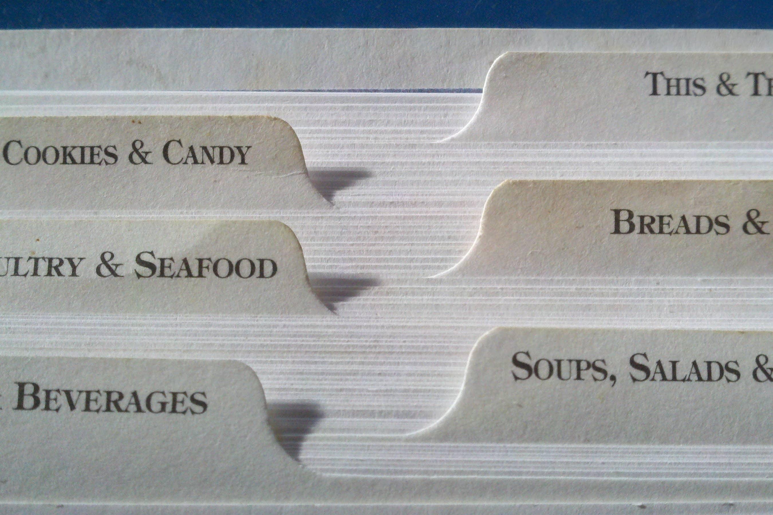 Reiterkarten, die scheinbar Rezepte beinhalten. man erkennt die Aufschrift Meeresfrüchte, Suppen, Kekse